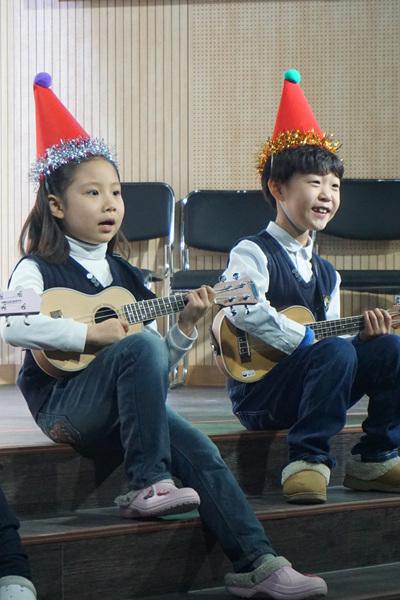 성탄예배 1학년 우크렐레.jpg